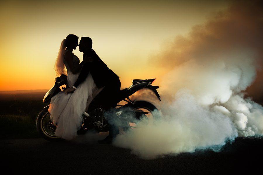 zdjęcia ślubne na motocyklu