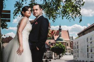 Zdjęcia ślubne na moście kolejowym