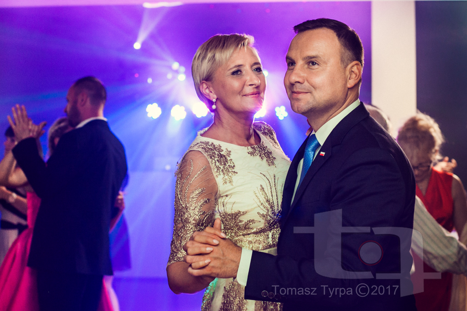 Prezydent Andrzej Duda z pierwszą damą na weselu.